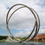 Escultura en tubo redondo inoxidable